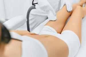 Mittels Fraxellaser kann die Haut verjüngt und straff werden