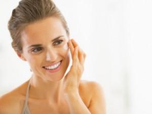Dermatologen empfehlen, nach der Fraxellaser Therapie speziell Sonnencremes zu verwenden