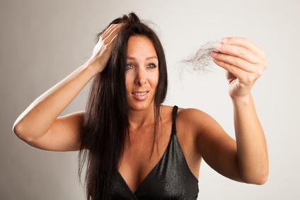 Dermatologen stellen fest, dass etwas die Hälfte aller Männer und ein Drittel der Frauen unter Haarausfall leiden