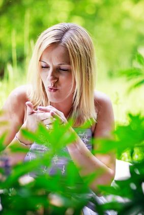 Akuter Juckreiz entsteht bei Insektenstichen, Berührung von Brennesseln oder Parasitenbefall