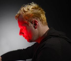 Kaltes Rotlicht löst den Behandlungsprozess aus