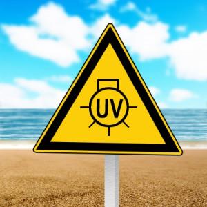 Ultraviolette Strahlen heizen die Haut auf und schädigen sie